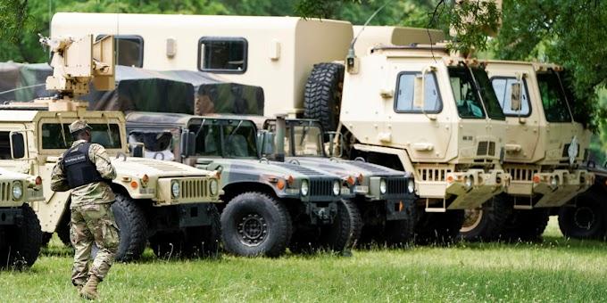 Ο Στρατός των ΗΠΑ στους δρόμους: Βίντεο και φωτογραφίες από τη δράση του