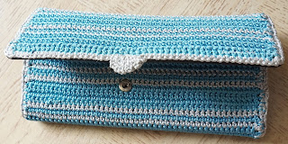free crochet ladies wallet pattern, free crochet easy wallet pattern, free crochet clutch purse pattern, free crochet bag pattern
