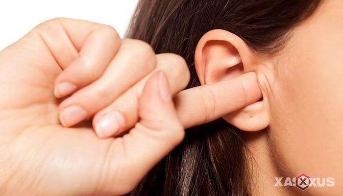 11 Cara Membersihkan Kotoran Telinga Secara Alami dan Aman
