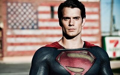 La rutina de Superman (Henry Cavill)