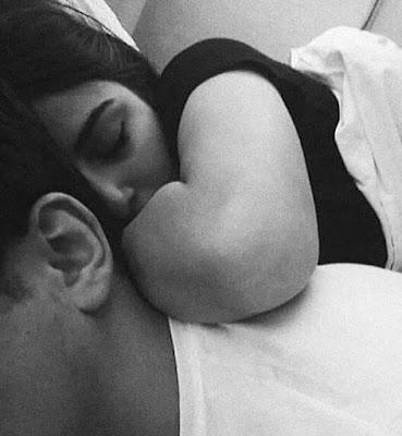 hug day relational couple goals 2021
