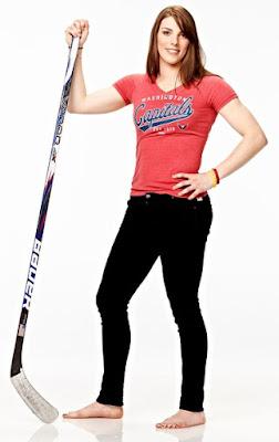Hilary Knight Hilary Knight artis dan atlet hockey wanita cantik di olahraga jeans hitam