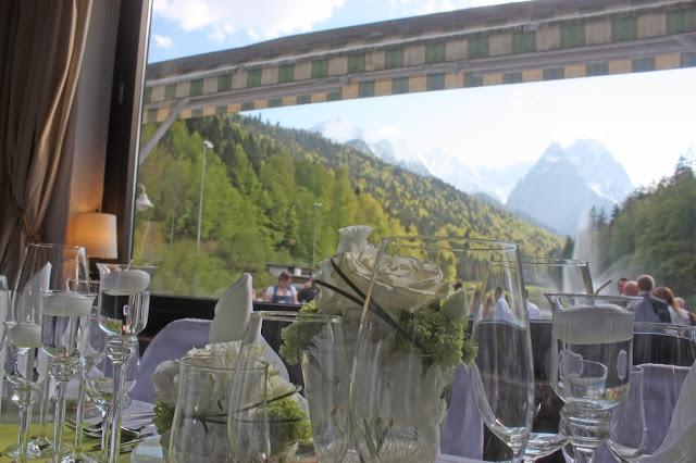 Frühlingshochzeit im Mai in Grün und Weiß - heiraten im Riessersee Hotel Garmisch-Partenkirchen, Bayern - spring wedding, green and white - Seehaus am Riessersee - wedding in Bavaria