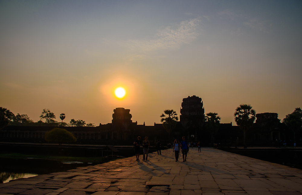 sunrise at angkor wat temple siem reap cambodia travel blog