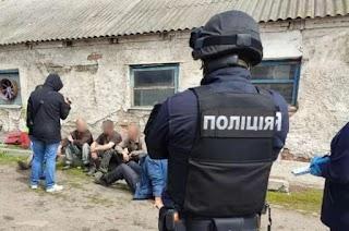 На Харківщині сім'я фермерів тримала в рабстві дев'ять чоловік (фото)