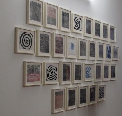 vários desenhos da artista Louise Bourgeois  espostos no museu deSerralves