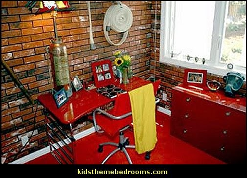 Firefighter theme bedroom decorating Ideas-Fireman Theme Bedrooms