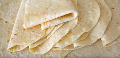 طريقة عمل خبز الطاكوس (التورتلا) بطريقة سهلة وسريعة