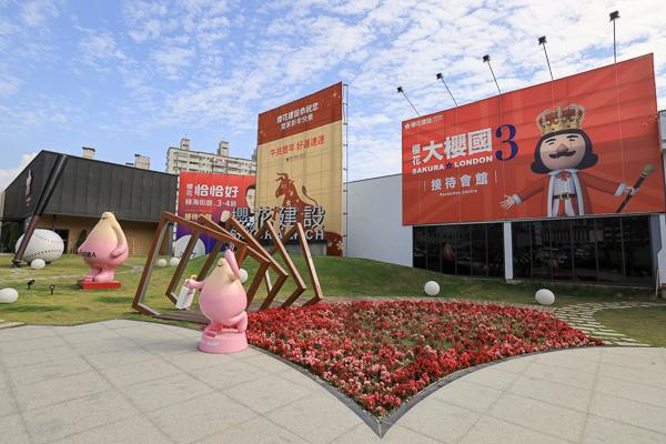 台中太平櫻花大櫻國可愛裝置藝術造景,櫻花巨人、英國士兵好好拍