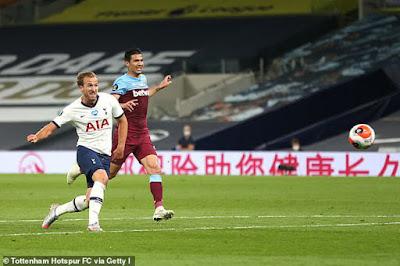 Lạ lùng Mourinho thấy thiệt cho đối thủ khi Tottenham đè bẹp West Ham 2