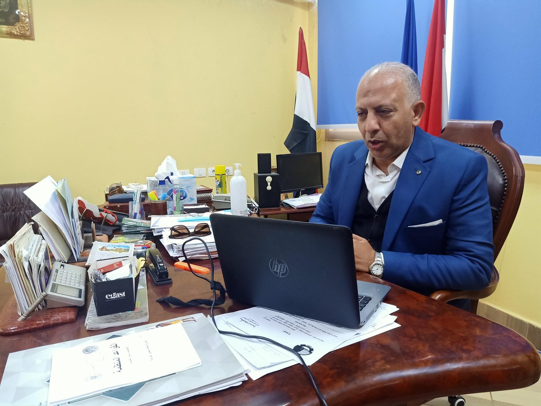 وكيل وزارة الشباب والرياضة بالبحيرة يجتمع  بمديري الإدارات الفرعية عبرالفيديو كونفرانس