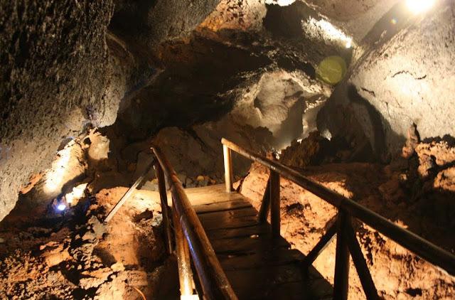 Cuevas Volcánicas em Pucón