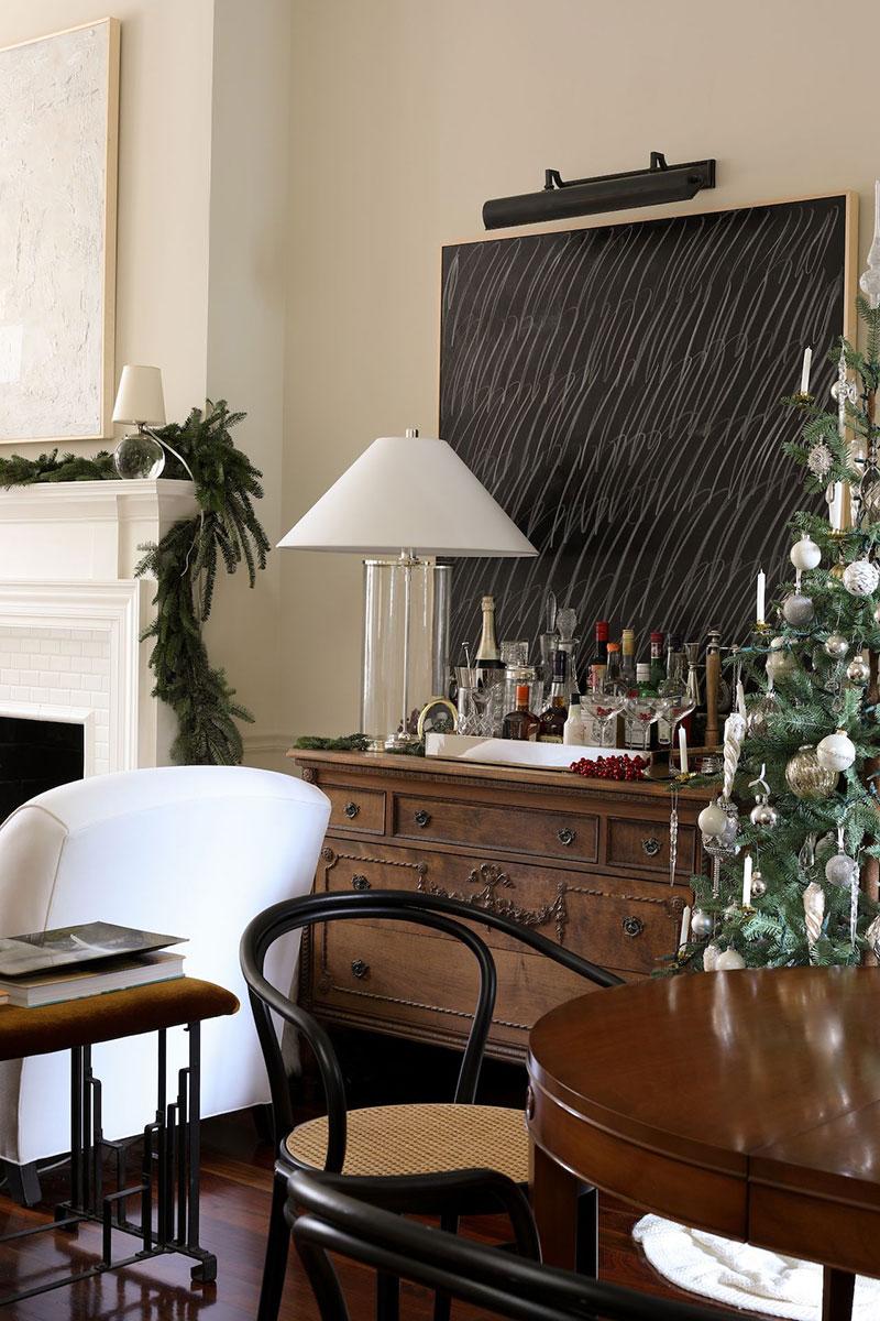Elegant festive interiors (American designer Josh Young, townhouse in Washington)
