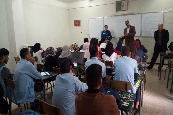 شرطة الشلف تقدم دروس الدعم النفسي لمترشحي البكالوريا بالشلف