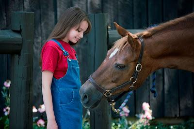 Episódios de meia hora acompanham Skye, menina que vive em rancho para equinos resgatados e concilia a rotina escolar à diversão na natureza - Divulgação