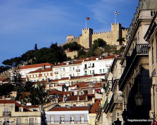 O Castelo de São Jorge visto da Baixa de Lisboa