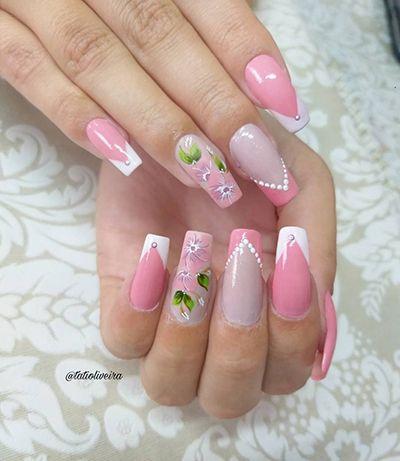 unhas decoradas delicadas com esmalte rosa