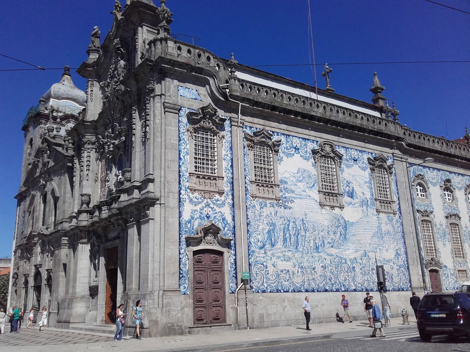 Cycling in Porto to see great Portuguese architecture
