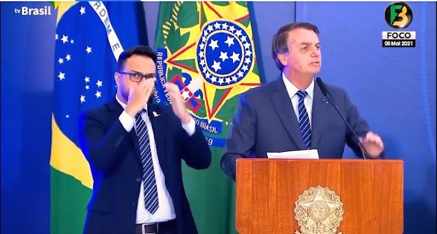 RECADO DIRETO AO STF E AOS GOVERNADORES E PREFEITOS COMUNISTAS - Bolsonaro avisa que se continuarem a agredir a liberdade dos brasileiros baixará decreto e ninguém ousa descumprir - um cabo e um soldado resolve
