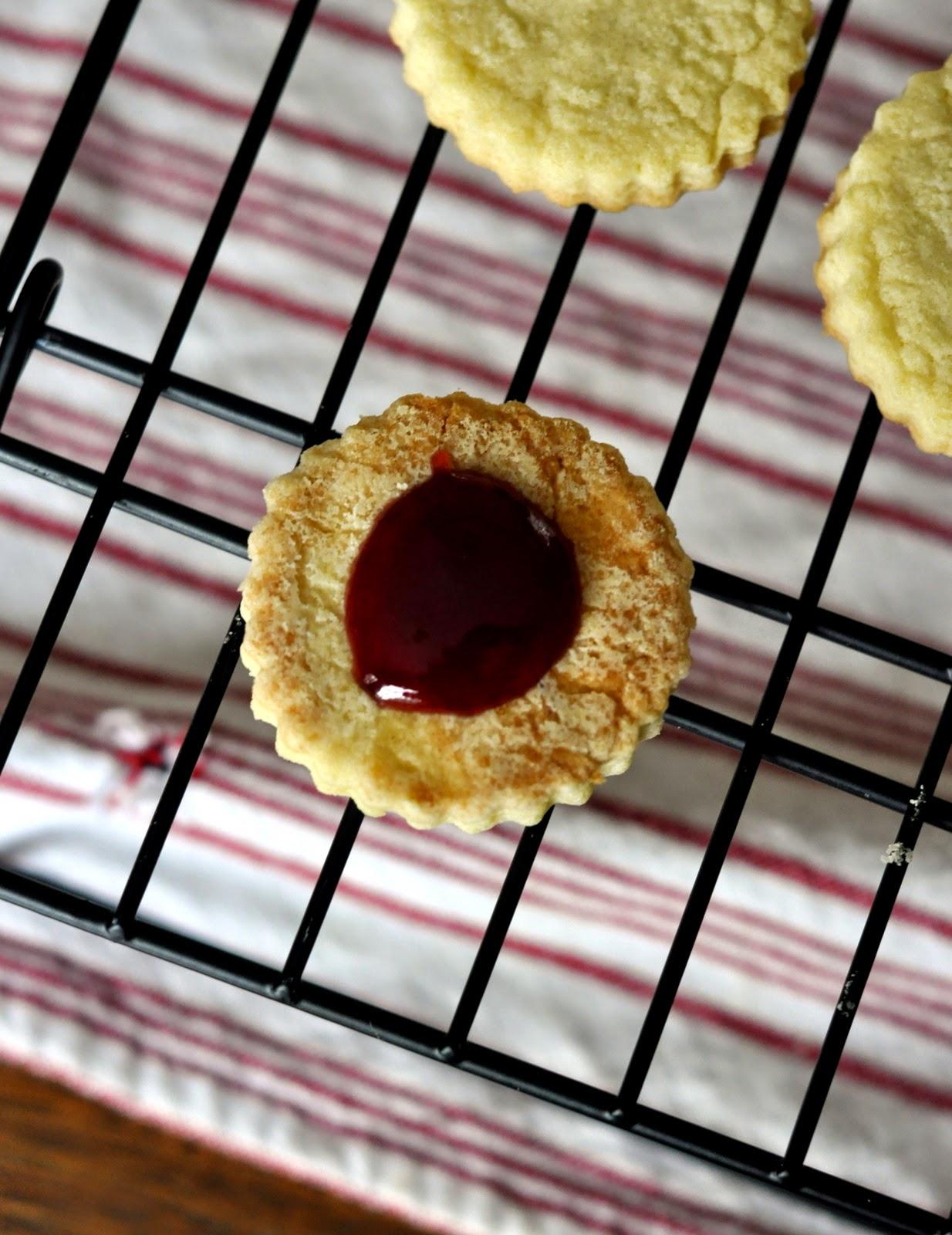 Filling-Valentines-Day-Linzer-Cookies-tasteasyougo.com