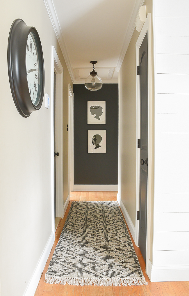 Black and white/cream rugs are timeless and perfect for achieving a beautiful vintage modern look! #rugs #modernrugs #moderdecor #neutraldecor