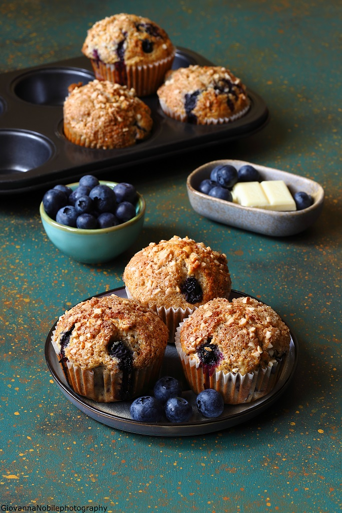 Muffin integrali ai mirtilli, mandorle e cioccolato