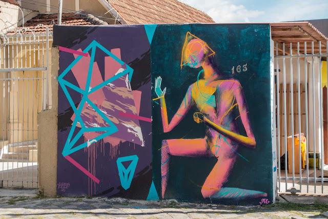 2 belos grafites em um muro pequeno