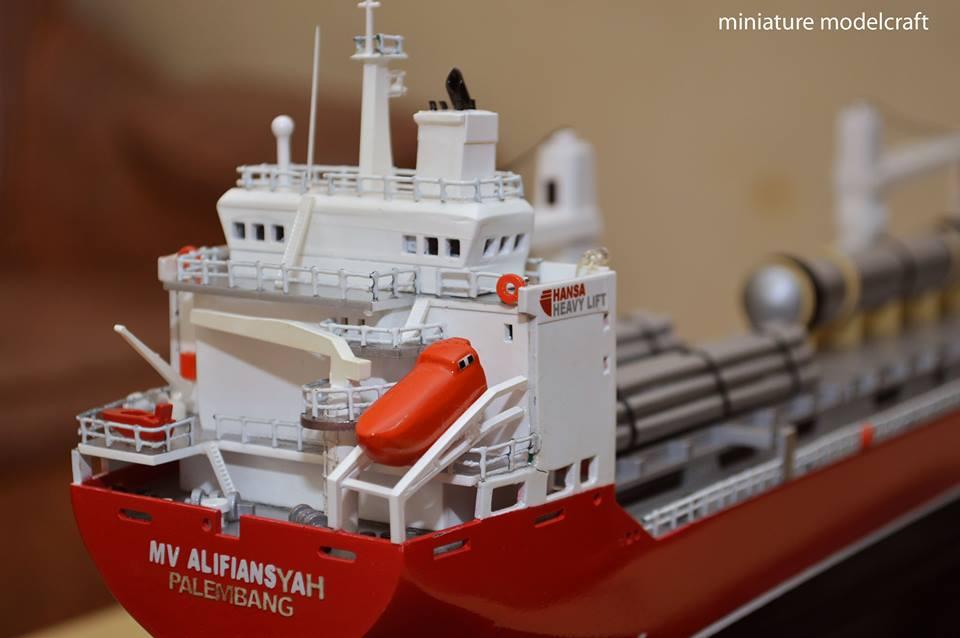 foto miniatur kapal cargo mv hhl congo