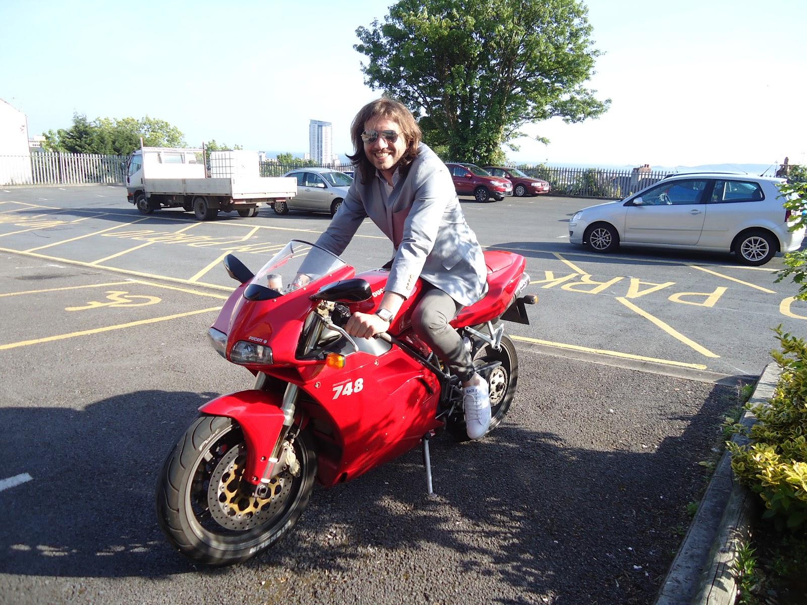 Elliott Hawkins Ducati 748