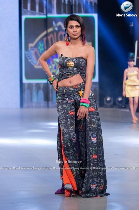 Nomi Ansari fashion show 2016