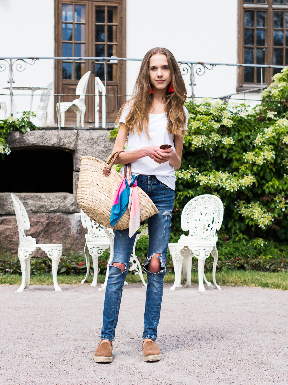 how-to-style-distressed-denim