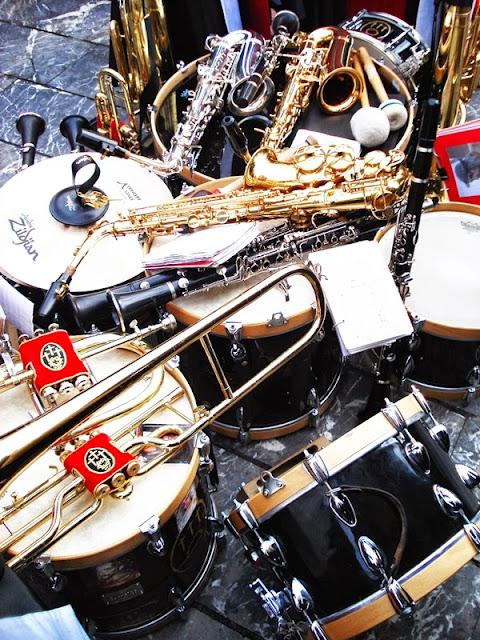 Instrumentos de la Banda de Música de la cofradía de las Siete Palbras de Jesús en la Cruz. León. Foto G. Márquez.
