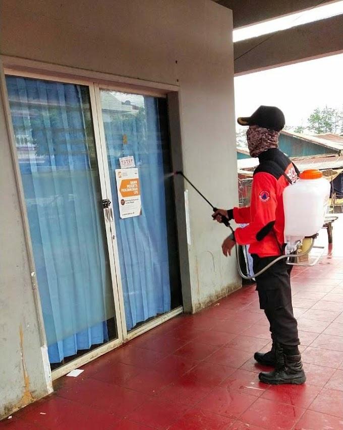 Senkom Mitra Polri Timor Tengah Selatan Semprot Virus Korona bersam BPBD