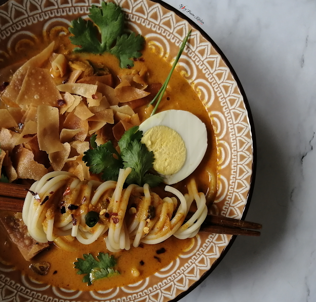Burmese Chicken Khow Suey (Khowse), burmese, burmese cuisine, burmese food, soup, food, recipe, food pictures, food photography, noodle soup, coconut, chicken, khow suey, khowse, spicy fusion kitchen