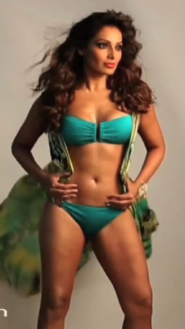 100+ Pics of Bipasha Basu in Bikini lingerie and Swimsuit