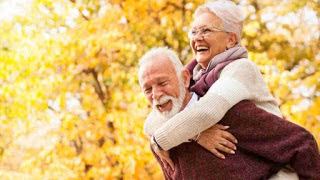 Fotografía de dos personas mayores