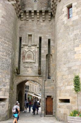 La porte Saint Michel è la più importante e bella della città