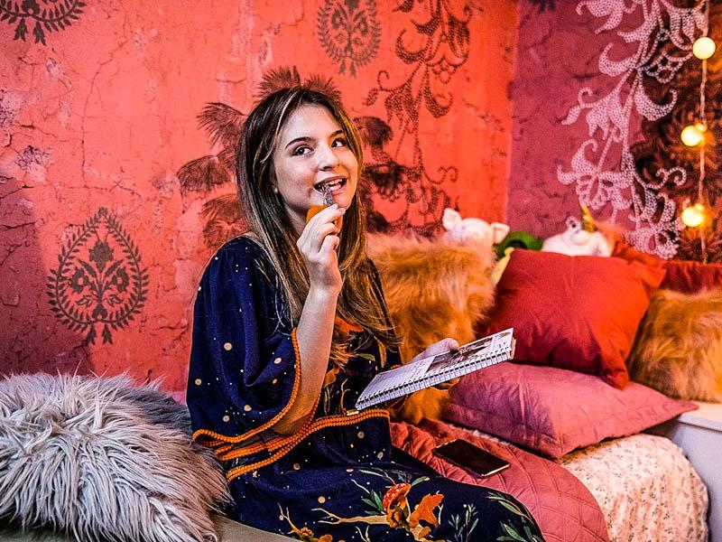 A Garota Invisível: comédia romântica adolescente não foge do clichê estereotipado