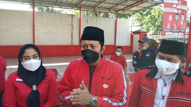 Dewan PDIP Karawang Sumbang Gajinya Bentuk Posko dan Bantu Warga Isoman