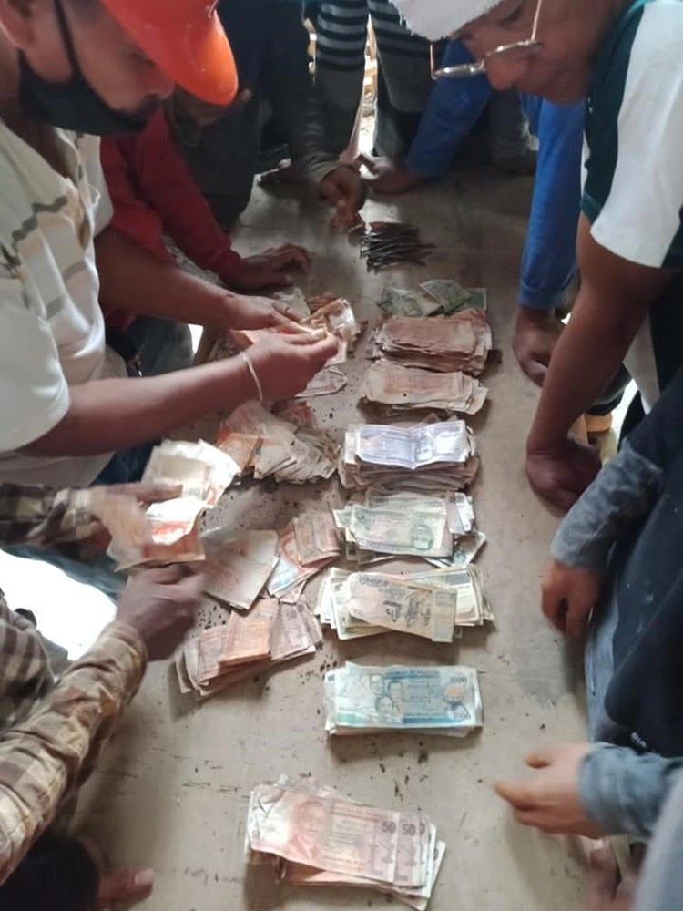 Residents Found Old Philippine Money in Tandag City