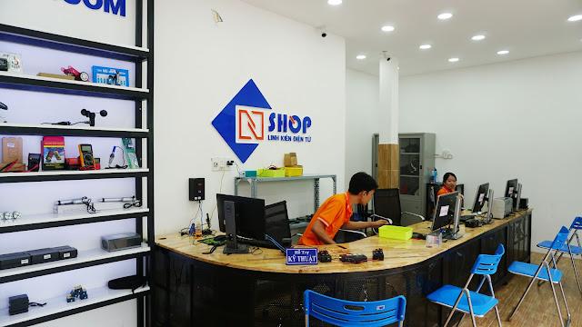 Bên trong cửa hàng Điện tử NShop Quận 9