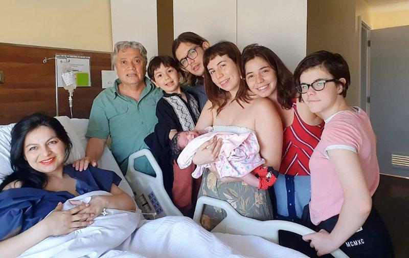 Senador Navarro es padre por sexta vez a los 61 años