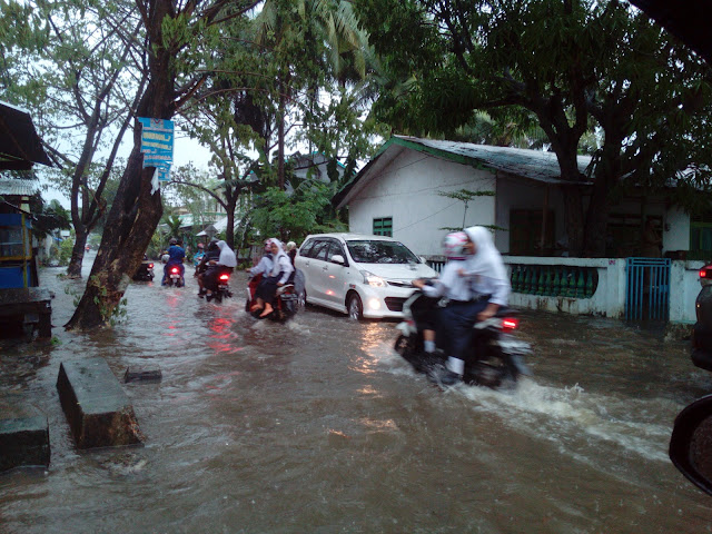 Hujan Dan Angin ,Landa Selayar, Sejumlah Ruas Jalan Tergenang