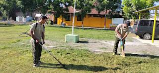 Peduli Keindahan Pangkalan Anggota Koramil 05 Mayong Lakukan Pembersihan
