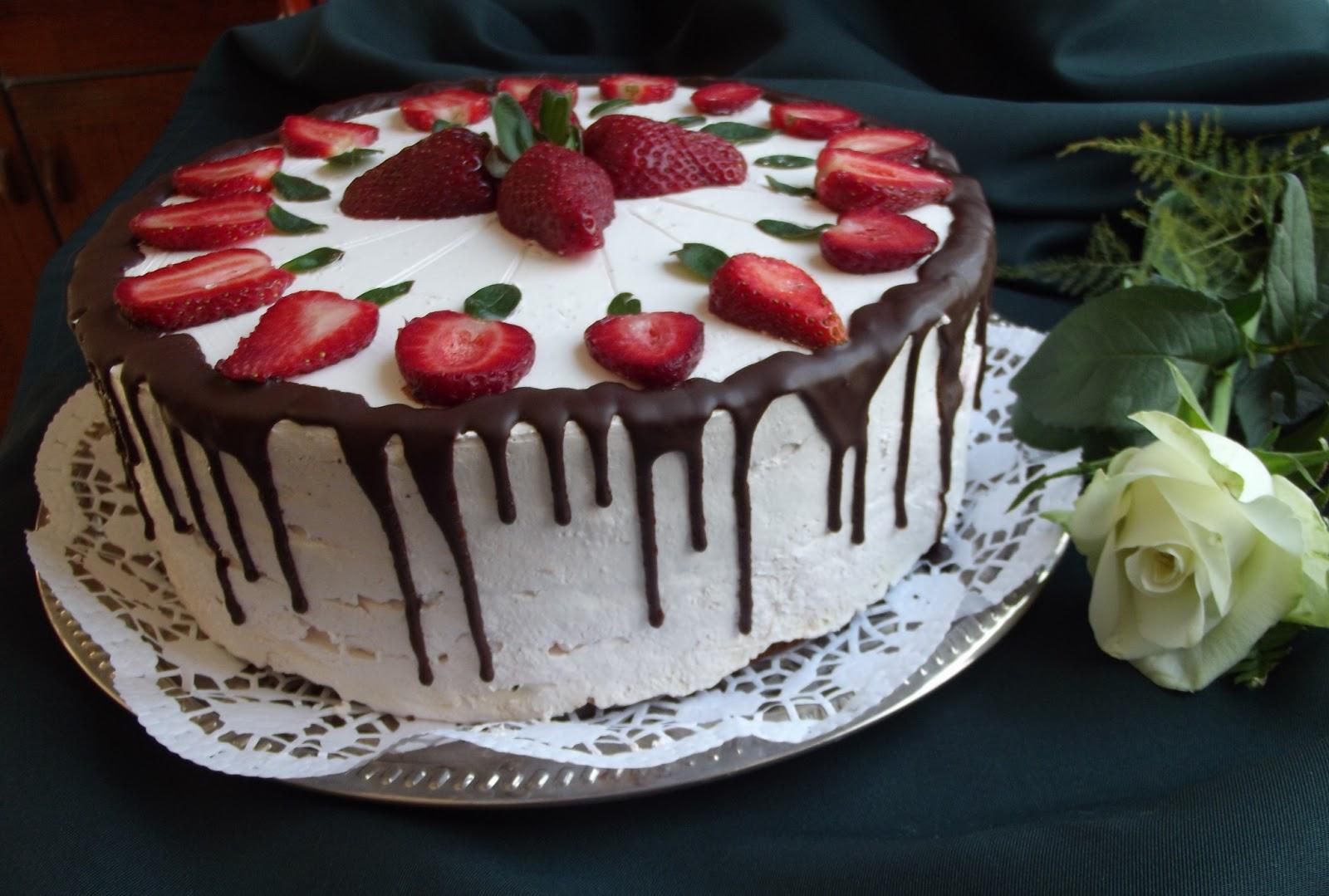 születésnapi torta díszítés Tortaimádó: Epres ünnepi torta születésnapi torta díszítés