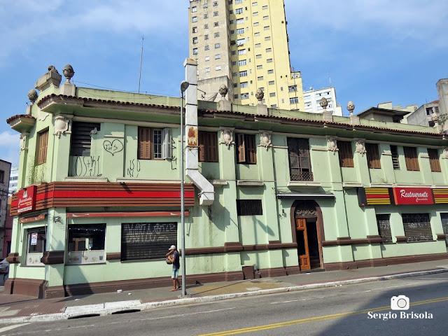 Vista ampla de uma antiga edificação na Rua Gen. Couto de Magalhães - Santa Ifigênia - São Paulo