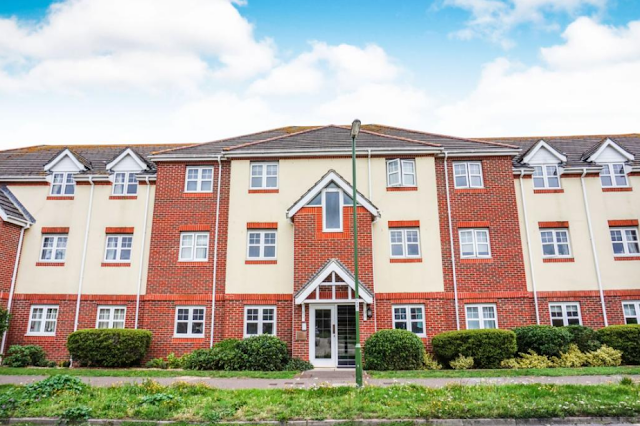 2 bedroom flat, Bewick Gardens, Chichester