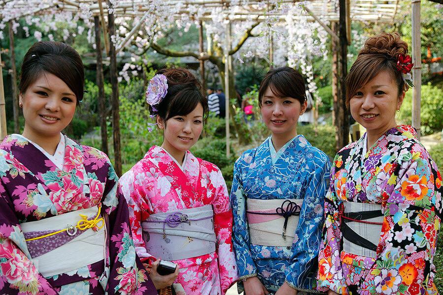 kak-nachat-blog-o-mode-yaponskie-devushki-v-kimono