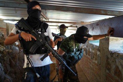 Fotos; Autodefensas de Tepalcatepec, Michoacán, construyen fortines en diferentes zonas ante incursiones de Cárteles Unidos y CJNG