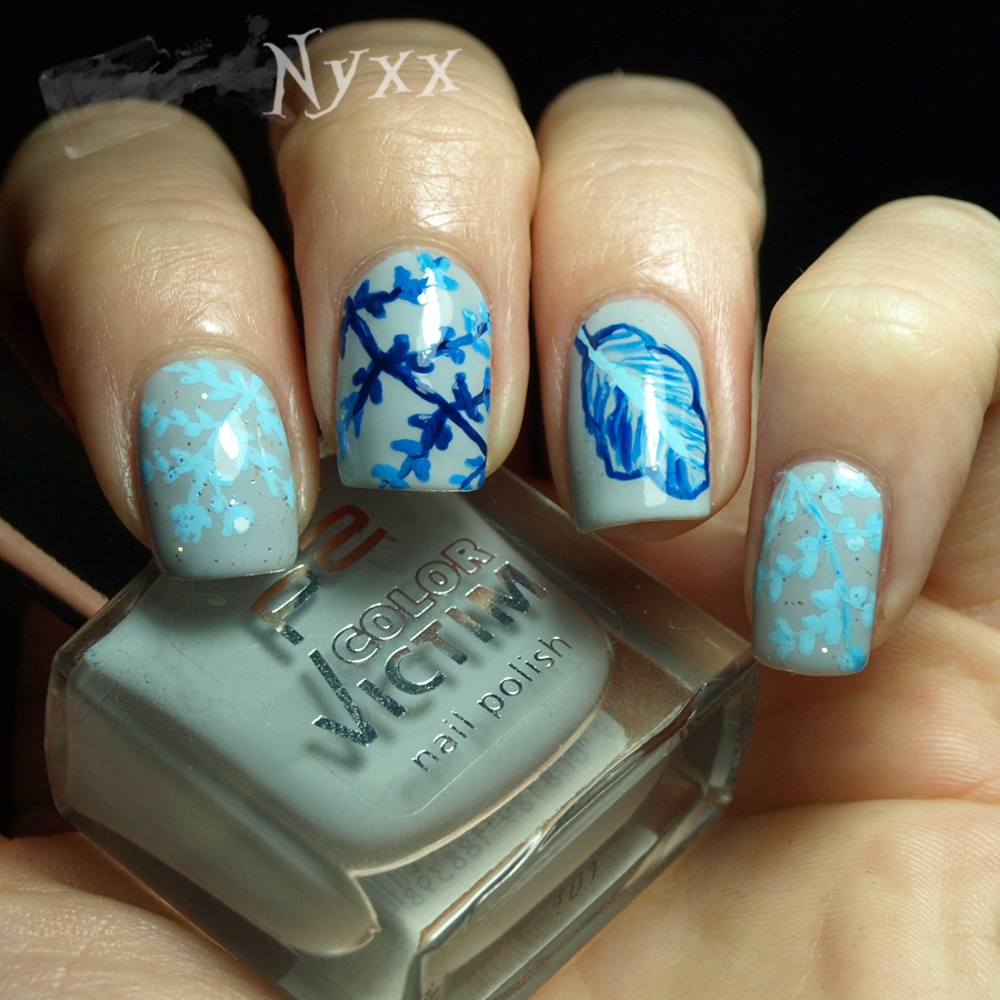 http://rainpow-nails.blogspot.de/2014/11/inspired-by-fabric-blue-flowers.html